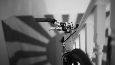 rower na klatce schodowej