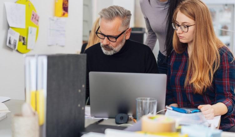 jak znaleźć pracę w starszym wieku