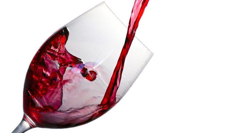 czerwone wino serce